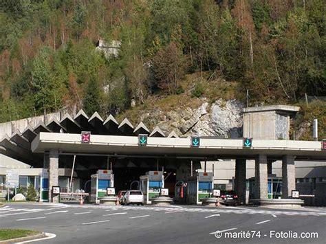 la vallee de larve qui mene au tunnel du mont blanc est