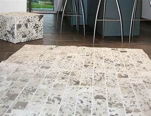 tapis patchwork en peau de vache blanche argentee With tapis peau de vache patchwork