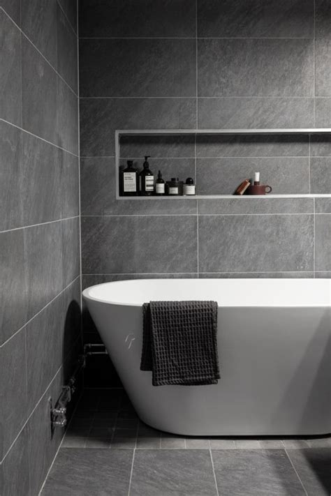 Graue Fliesen Bad by Best 25 Grey Bathroom Tiles Ideas On Grey