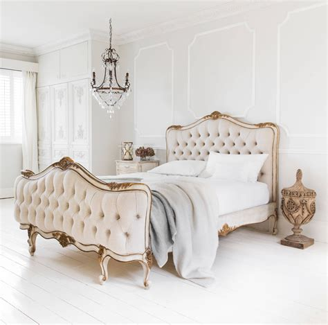 Decorate A Bedroom To Make It Look Romantic With Rose Gold