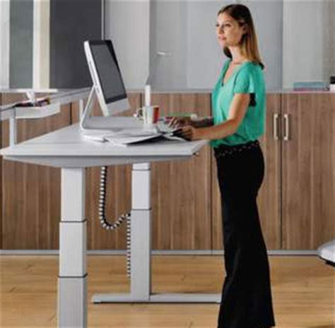 travailler debout bureau pour soulager votre dos travaillez debout bio