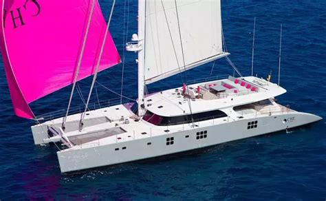 Yacht Sailing Boat Difference by What Are The Differences Between A Catamaran And A Pontoon