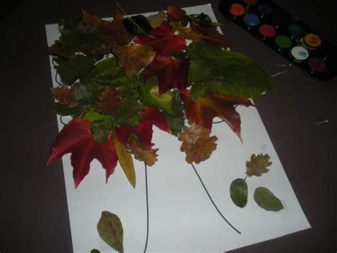 faire  arbre automne avec des feuillers darbre mortes