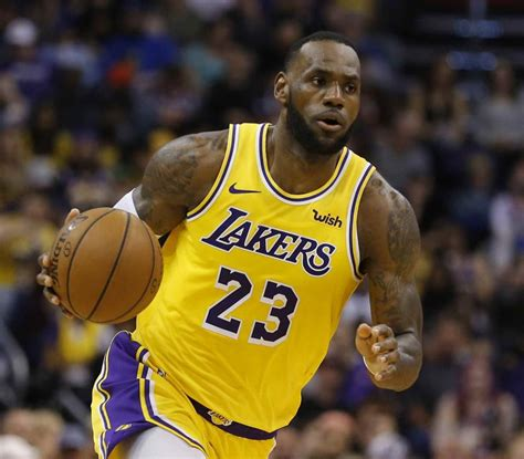 He is often considered one of the greatest nba players of all time. La camiseta de LeBron James con los Lakers es la más ...