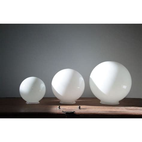 verre de le opaline ancien tr 232 s tr 232 s gros globe en verre opaline boule blanche suspension sur tige aluminium