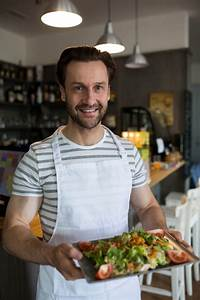 Tablett Mit Foto : l chelnd kellner mit einem tablett mit salat im restaurant tragen download der kostenlosen fotos ~ Orissabook.com Haus und Dekorationen