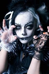 Gruselige Hexe Schminken : halloween schminke als zombie auf der halloween party halloween ~ Frokenaadalensverden.com Haus und Dekorationen