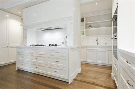 hampton style collaroy kitchen  butlers pantry