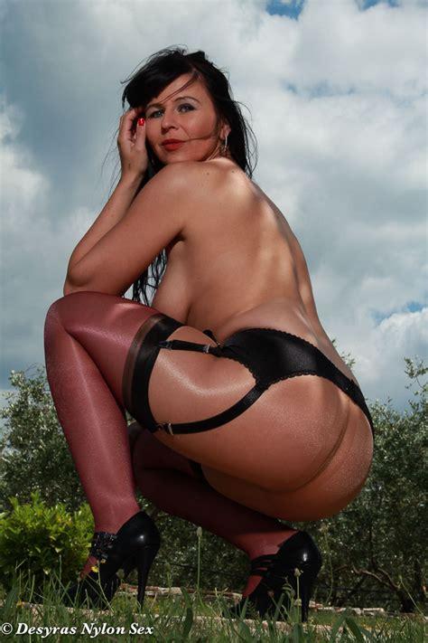 Desyra Noir Sexy German Milf In Stockings And Pantyhose
