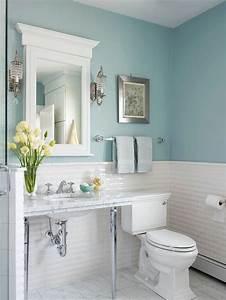Spiegel Mit Weißem Rahmen : badezimmer gestaltung mit w nden in blauer farbe und wei em spiegel 77 badezimmer ideen f r ~ Indierocktalk.com Haus und Dekorationen