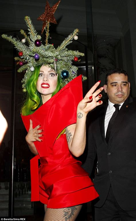 gaga christmas tree mp3 gaga in candid photos with boyfriend kinney daily mail