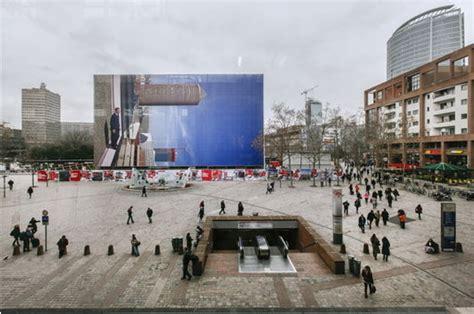 bureau de change gare part dieu devant la gare part dieu une photographie géante de