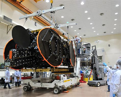Space Systems/Loral Delivers Telesat's Nimiq 5 Satellite ...