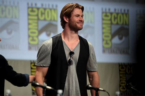 Chris Hemsworth Height, Age, Family, Movies, Wife, GF, Net ...