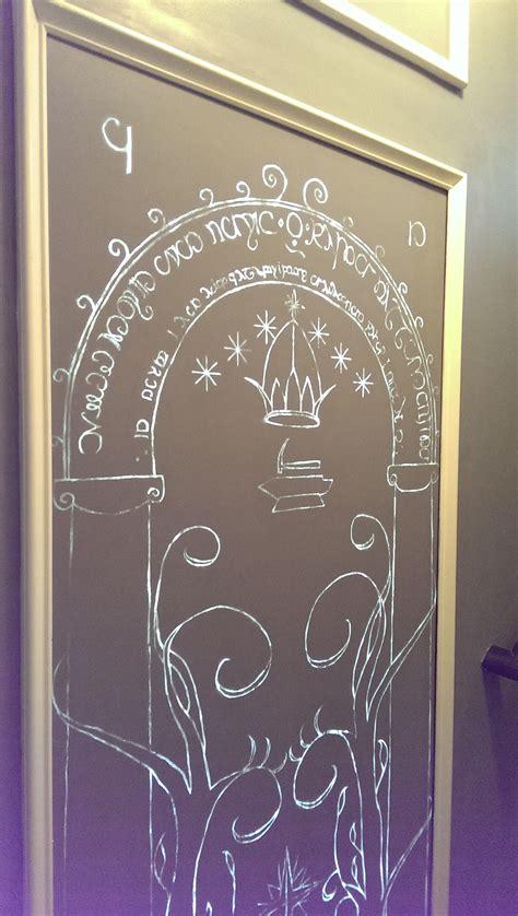 il installe les portes de la moria du seigneur des anneaux dans sa maison vid 233 o