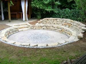 Gartengestaltung Mit Naturstein Mauern Wasserläufe Und Terrassen : tiefterrasse mit natursteinmauer traumgarten ~ Orissabook.com Haus und Dekorationen