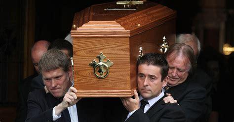 seamus heaney funeral world renowned poets  words