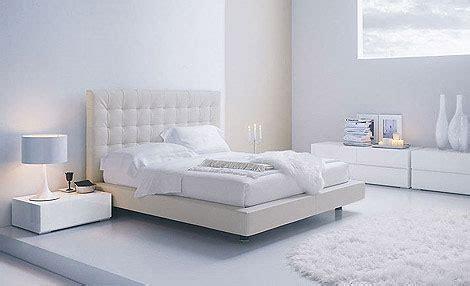 small white bedroom חדרי שינה יוקרתיים ומודרניים בחיסול באלוף המזרונים 13356