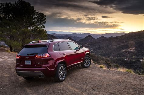 2019 Jeep Cherokee First Drive The Antirav4  Motor Trend