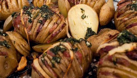 Karaliskie krāsnī ceptie kartupeļi ar bekona un siera pildījumu - DELFI