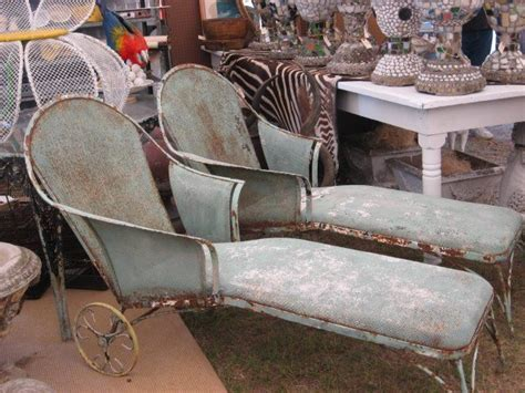 Copridivano Con Chaise Longue Shabby Chic : How Fab Are These Vintage Chaise Lounges?