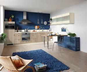 Farbgestaltung Küche Wand : k che in eiche und marineblau ~ Markanthonyermac.com Haus und Dekorationen