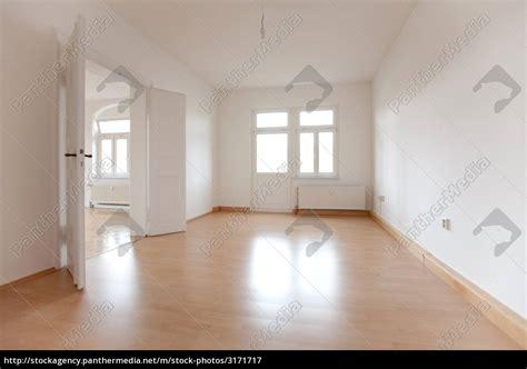 Leerer Raum Einer Altbauwohnung  Stockfoto #3171717
