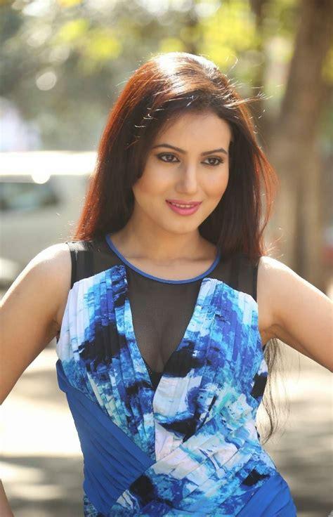 anu smruthi latest   short dress  heroine