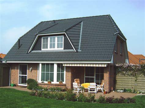 Moderne Häuser Mit Krüppelwalmdach haus kr 252 ppelwalmdach 131 baerwolff bauregie