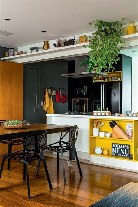 repeindre sa cuisine en noir couleur mur cuisine avec meuble bois peinture
