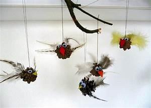 Basteln Kindern Weihnachten Tannenzapfen : vogel mobile aus zapfen natur basteln meine enkel und ich made with ~ Whattoseeinmadrid.com Haus und Dekorationen