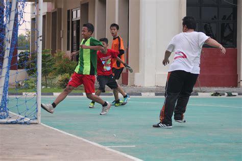 Blog pendidikan berisi kumpulan materi penjasorkes/olahraga sd, smp, sma/smk yang meliputi atletik. Permainan bola di lapangan olah raga SMAN Sumatera Selatan