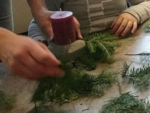 Adventsgestecke Selber Machen : mit kindern adventsgestecke basteln mit den kindern durchs gartenjahr ~ Frokenaadalensverden.com Haus und Dekorationen