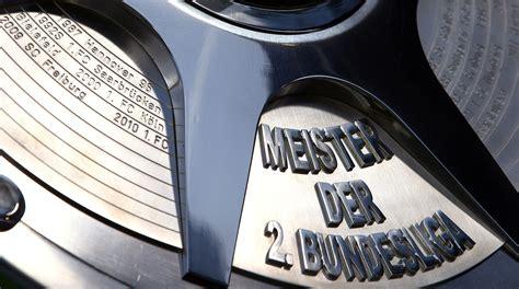 Bundesliga (zweite bundesliga, ˈt͡svaɪ̯tə ˈbʊndəsliːɡa) is the second division of professional football in germany. Meisterschale 2. Bundesliga :: Trophäen :: Historie :: Der DFB :: DFB - Deutscher Fußball-Bund e.V.