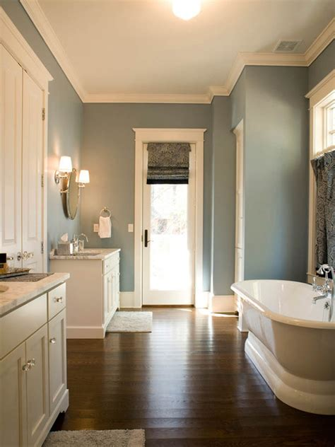 i love the color choices in this bathroom including that