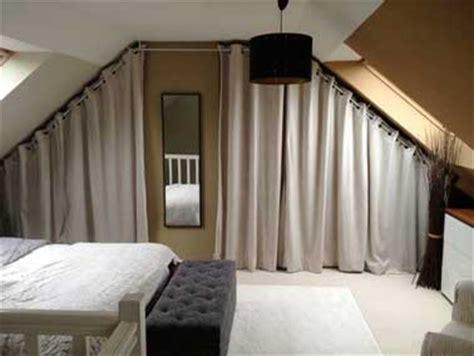 des rideaux pour fermer le dressing sous pente cosy