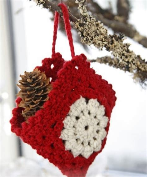 easy crochet christmas crafts 30 easy crochet ornaments to decorate your tree diy crafts