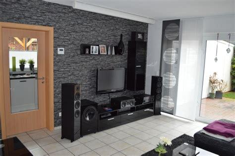 Schwarze Tapete Wohnzimmer by Wohnzimmer Mit Steintapete Wohndesign