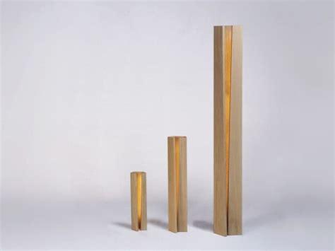Up Lamps by Eine Moderne Stehlampe Aus Holz Wirkt Elegant Und Warm