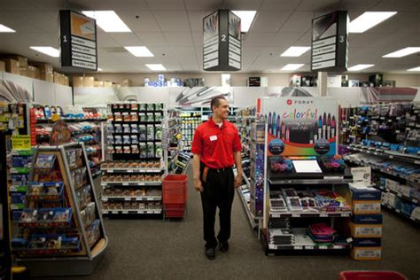 Office Supplies York Pa by Staples And Office Depot Say A Merger Will Keep Them