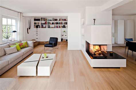 offenes wohnzimmer mit kamin