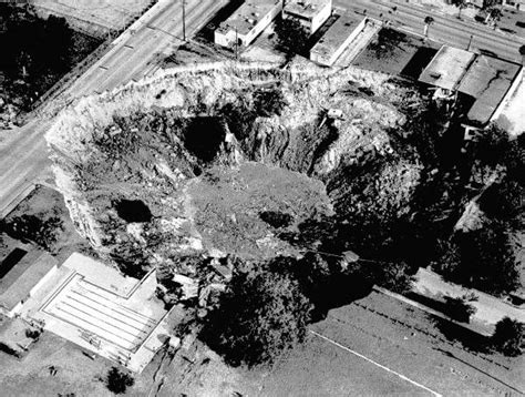 sinkholes  florida   leave