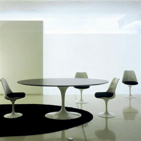 Eero Saarinen Tisch by Knoll International Saarinen Tisch Oval Ambientedirect