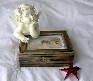 Petite Boite En Bois : la bo te bijoux en bois 43 photos de belles boites en bois ~ Teatrodelosmanantiales.com Idées de Décoration