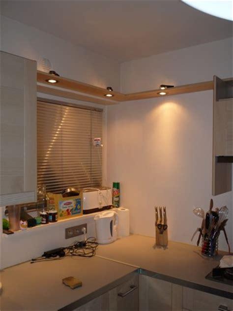 spot pour cuisine comment construire un bandeau de spots décoratif pour sa