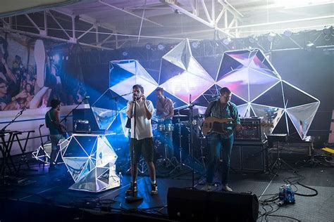 indie band brings stadium worthy visuals  small clubs
