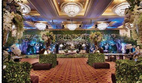 keeksotisan dekorasi pernikahan ala taman inggris oleh