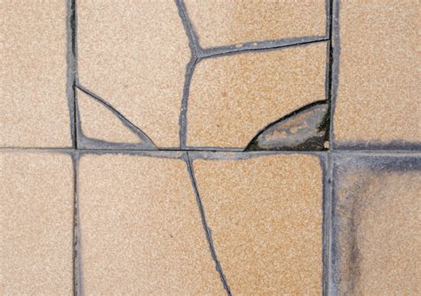 how to replace a broken tile in your kitchen
