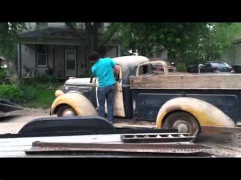 Boat Junk Yard Fresno by Corky Coker Picks A 1955 Ford F100 Barn Find Truck Doovi