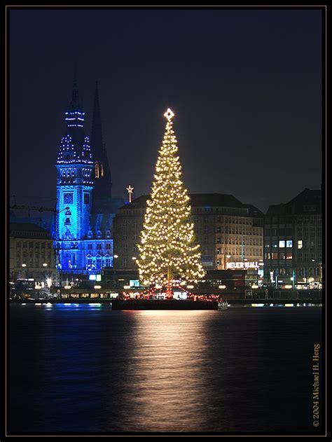 hamburger rathaus mit weihnachtsbaum bild foto von
